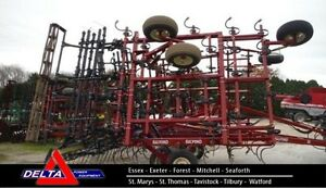 Salford 550 Field Cultivator London Ontario image 1