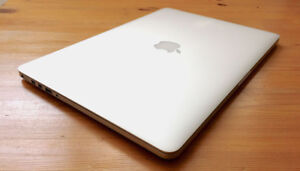 Mid 2015 macbook pro retina 15 inch 512gb trade only