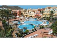 Tenerife 1 bedroom apartment in Los Cristianos nice complex with pools and bar