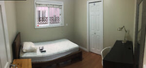 FEMALE HOME, FULLY FURNISHED PRIVATE ROOM, GOOD TRANSIT, AUG. 1
