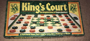 KING'S COURT Checkers Golden Supercheckers Board Game 100%