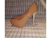 Ladies heels size 7.