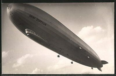 alte Foto-AK Luftschiff Graf Zeppelin LZ 127 im Flug