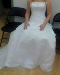 never been worn, white wedding dress, size 6/8