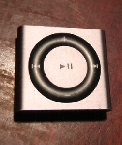 Rare style ipod shuffle 20$ works great with charger