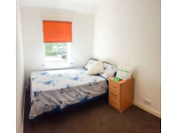 Professional Double Room in Super Tidy House (14PR6)