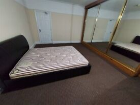 Spacious Double-Room to Rent in a Shared House in Great West Road, Hounslow TW5