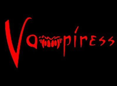 VAMPIRESS VAMPIRE IMMORTAL FANGS IN TWILIGHT T-SHIRT - Twilight Fangs