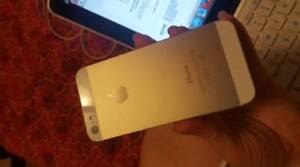 IPhone 5S Gold 16GB Like New