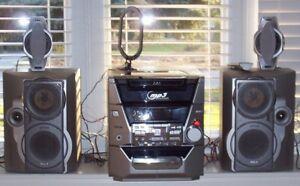 stereo (5 CD player, radio etc)