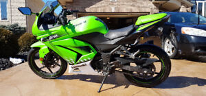 2010 Kawasaki Ninja 250 (Special Edition) - NEVER DROPPED