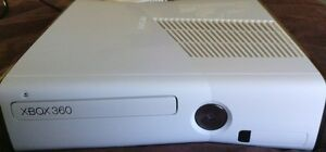 4GB WHITE XBOX 360 SLIM INCLUDES CONTROLLER AND MAX PAYNE 3