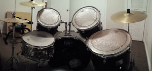5 piece + 3 cymbals Peavey drum set hardly used $600