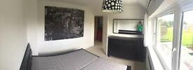Lovely specious double bedroom free access to the airport