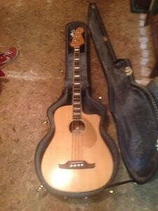 Acoustic Base/Fender Kingsman w/hardshell