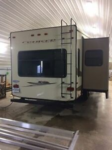 A VENDRE 33 pied fifth wheel cruiser 2012