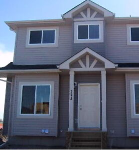 End unit Townhouse/Pets Allowed/Only $800DD