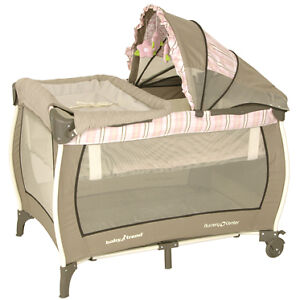 Baby-Trend-Playpen-Playard-Deluxe-Nursery-Center-Dakota-w-Flip-changing-table