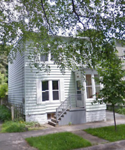 3 BR House. South end Halifax. Sunny backyard. Parking.