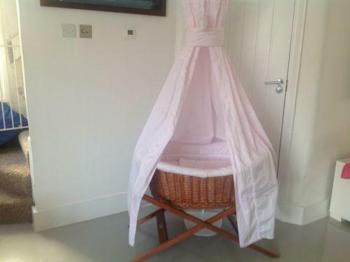Moses basket with drapes ebay for Drape stand for crib