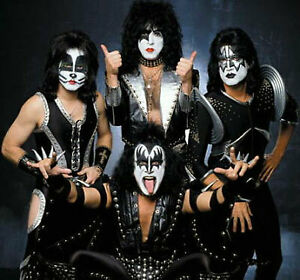 4 BILLETS '' KISS '' / 4 TICKETS CENTRE BELL 19 MARS 2019