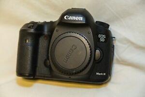 like new canon EOS 5D mark III full frame body / battery charger