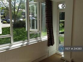 2 bedroom flat in Ashbourne Close, Woodside Park, N12 (2 bed)