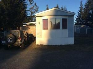Well maintained 2 bedroom and den mobile