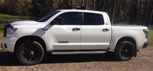 2011 Toyota Tundra SR5 Crewmax 5.7L V8 Supercharged LOW KMS