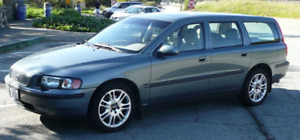 2004 Volvo V70 Wagon - 3rd ROW SEAT & Integrated Booster Seats