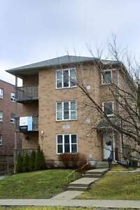 Spacious 5-bed, 2-bath Student Apts! AC, Wifi & Utilities Incl! Kitchener / Waterloo Kitchener Area image 3