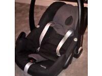 Maxi Cosi Pebble car seat and 2 way family Isofix