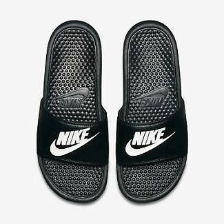 Wanted: LOOKING FOR Nike slides