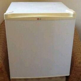 Counter top fridge excellent condition