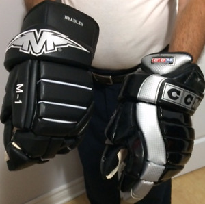 2 Brand New Pairs of Hockey Gloves for Sale in Welland