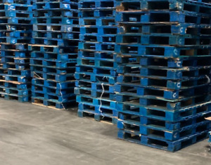 More than 100 blue CHEP used pallets