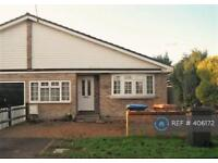 3 bedroom house in Knolles Crescent, North Mymms, Hatfield, AL9 (3 bed)