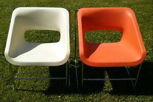 Ensemble de trois chaises lotus