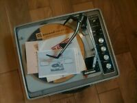 Vintage 1960s Singer portable record player
