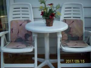Patio bistro table + 2 folding chairs and cushions