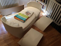 High quality Danish design Leander cot bed to junior bed - white, very good condition