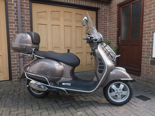 vespa gts 300 touring special edition in brown metallic. Black Bedroom Furniture Sets. Home Design Ideas