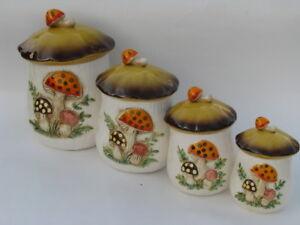 4 Pots champignons VINTAGE (A MAGOG)