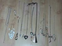 Jewellery / ladies / necklaces / costume