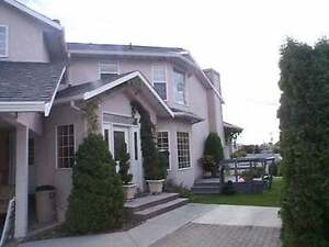 Osoyoos:Spacious Lakeview Living with Vaulted Ceilings -4/5 bdrm