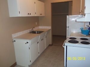 *INCENTIVES* 1 Bdrm Suite in Adult Building ~ Wellington