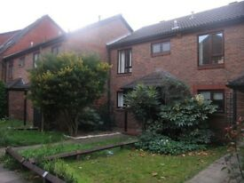 Awesome Big 5 Bedroom House with Garden. 2mins from charring cross Hospital