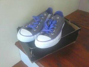 SNEAKERS $40.00 OBO /// FOR SALE ///
