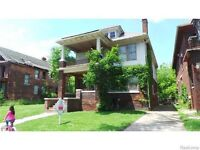 freehold house in detroit mi 5/6 beds MASSIVE HOUSE Make into apartments x3 $350each pcm