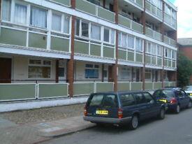 5 bedroom flat in Fontley Way, Roehampton, SW1